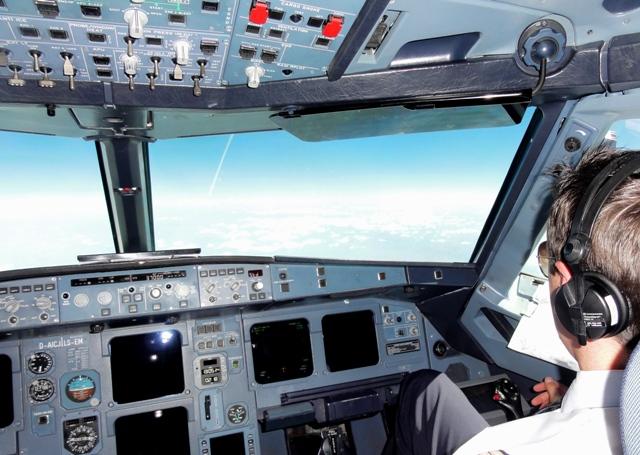 Cockpit Airbus A320 und Wolken