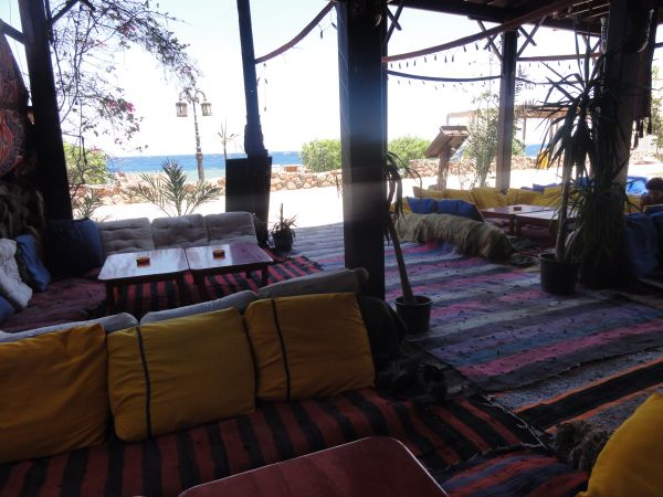 Kissenlandschaft in der Bedouin Lodge