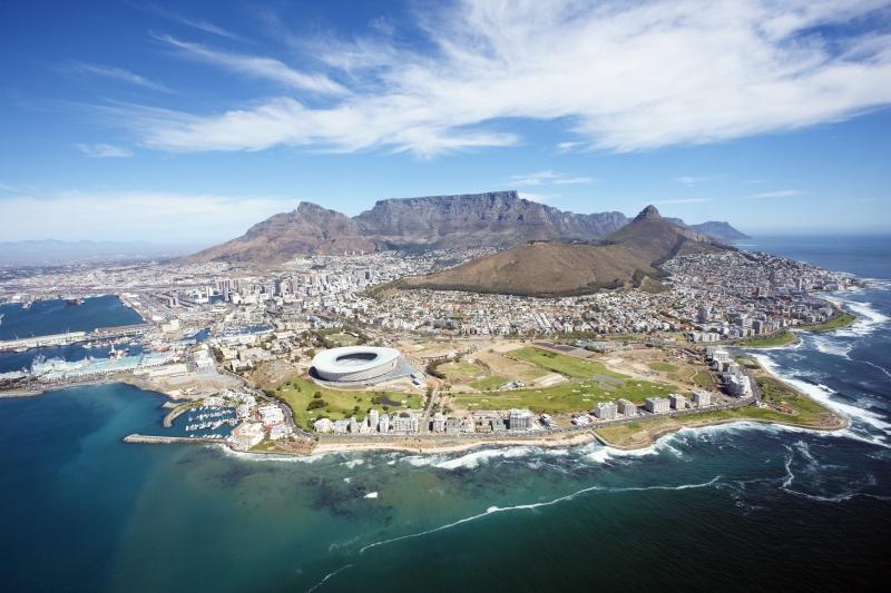 Kapstadt mit Stadion und Tafelberg © Somi - Fotolia.com