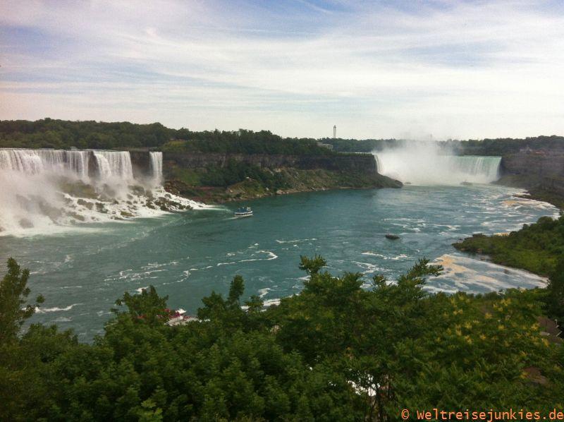 Angekommen an den Niagarafällen. Der erste Blick von oben: vielversprechend.