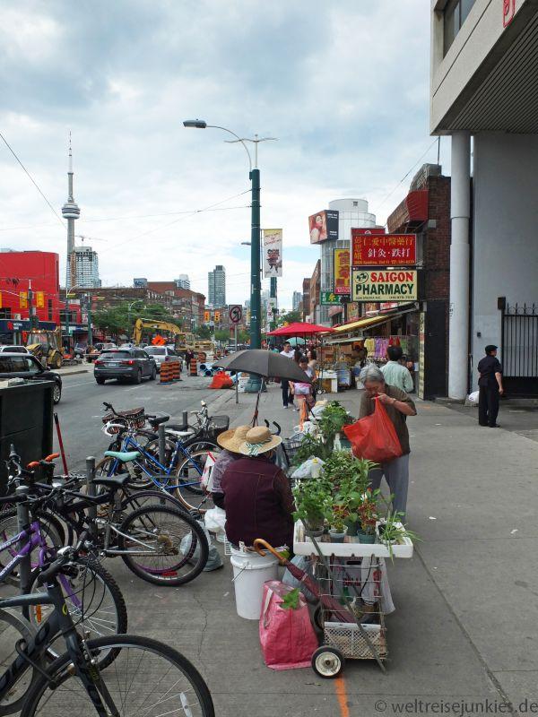 Chinatown mit dem CN-Tower im Hintergrund