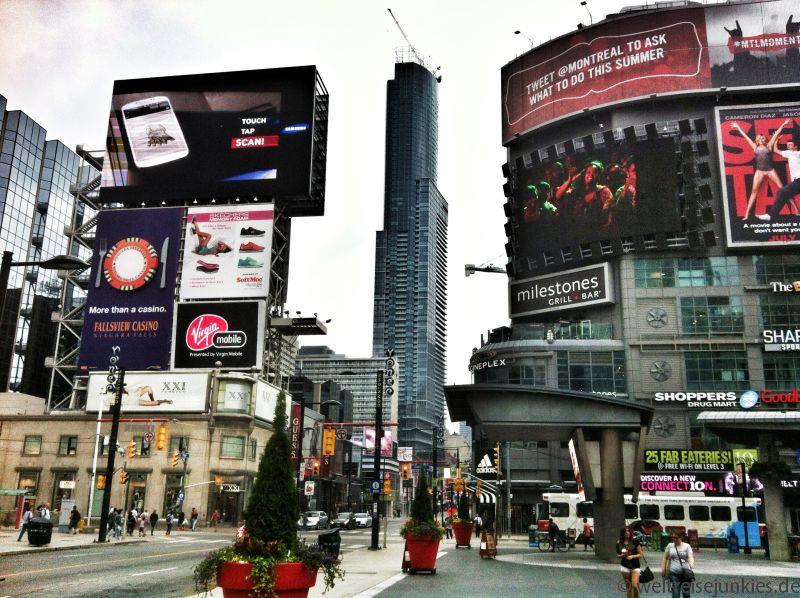 Ein bisschen Times Square Feeling auf dem Yonge-Dundas-Square